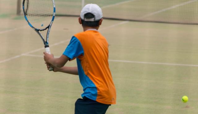 八王子市 テニス少年 かかとの痛みの改善