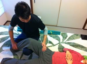 膝の施術の様子