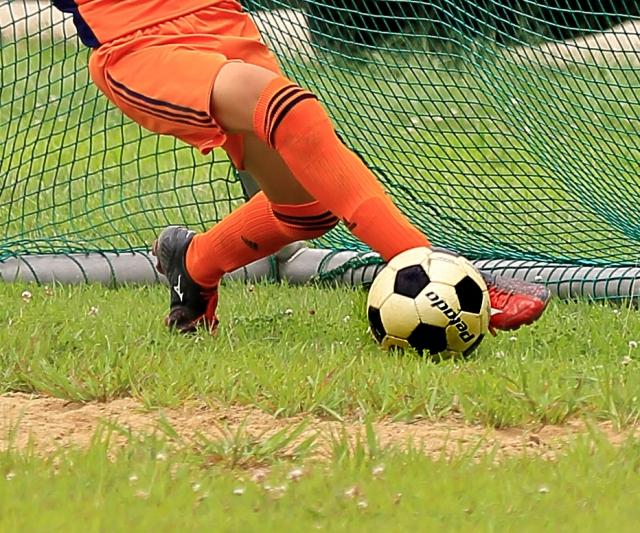 サッカー少年 外脛骨障害